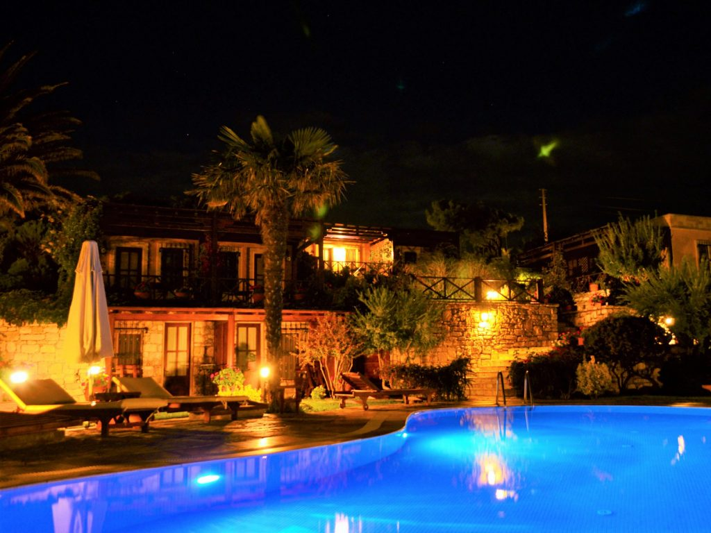 Ada Bacchus Havuz Gece